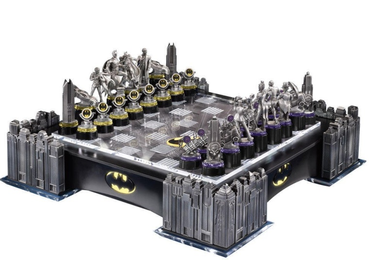 Batman Gotham Cityscape Chess Set