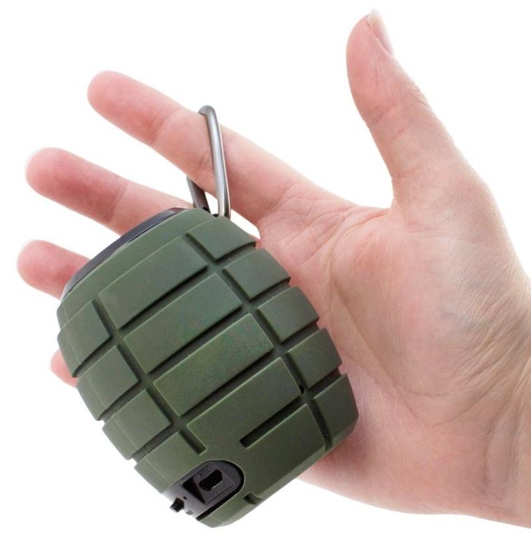 Snugg Bluetooth Wireless Portable Speaker in Green
