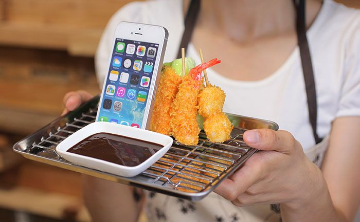 Yummy-looking kushikatsu stand for smartphones and tablets