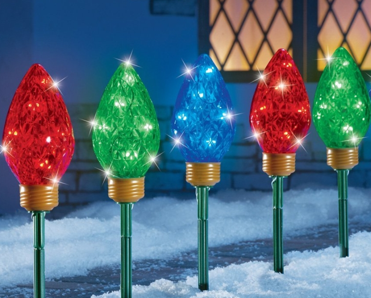 Led christmas bulbs garden path light stakes for Sidewalk christmas lights