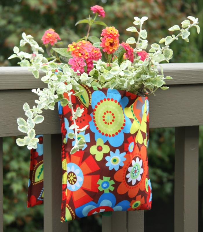 Toland Home Garden Bright Blooms Mail and Rail Planter 252037