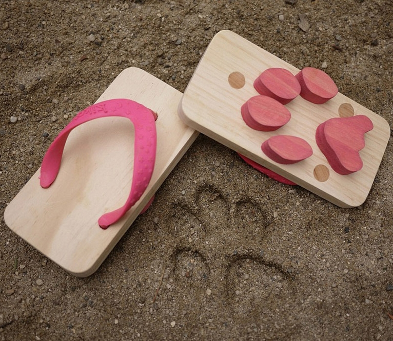 animal footprint flip flops