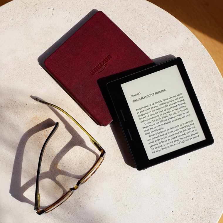 Kindle Oasis with Leather Charging Cover - Black, 6 High-Resolution Display (300 ppi), Free 3G + Wi-Fi