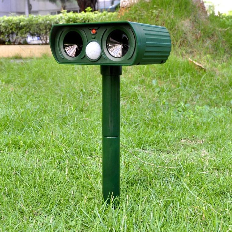 Mole Repeller Outdoor Solar Powered Ultrasonic Animal Repeller With PIR Sensor