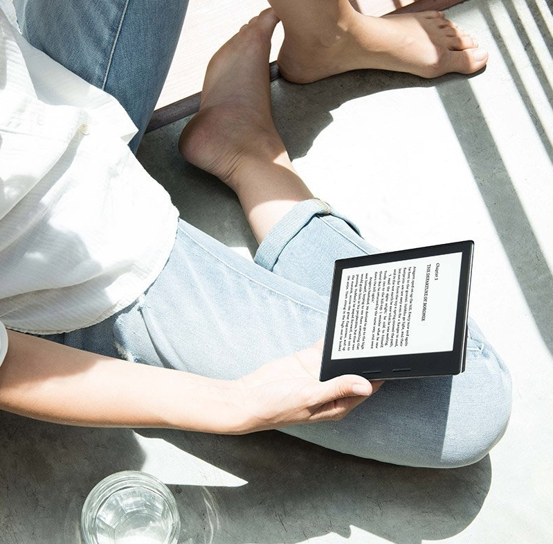 New - Kindle Oasis with Leather Charging Cover