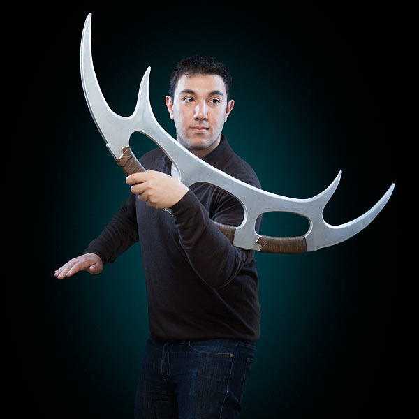 isot_st_tng_foam_replica_bat_leth_inhand