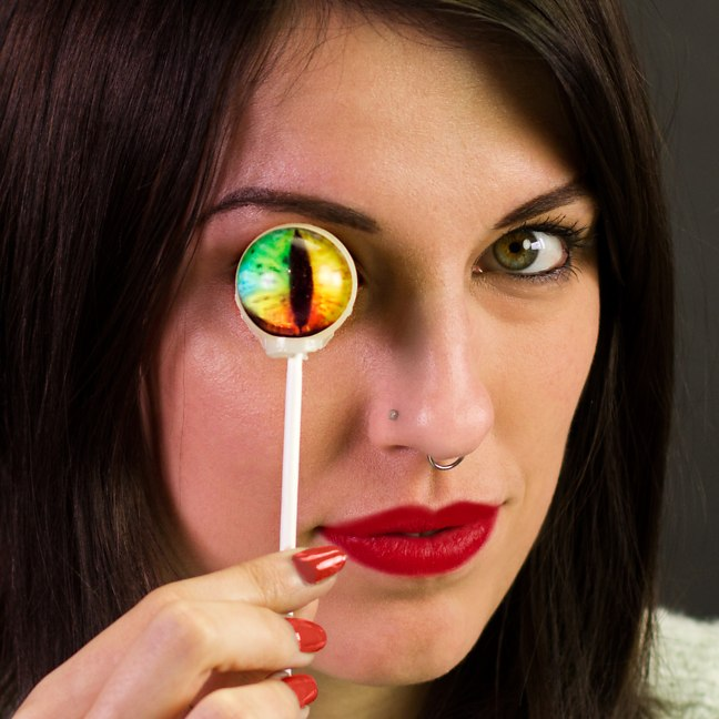 creature-eyeball-lollipops_20872
