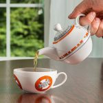 ivom_bb8_teapot_cup_set_inuse
