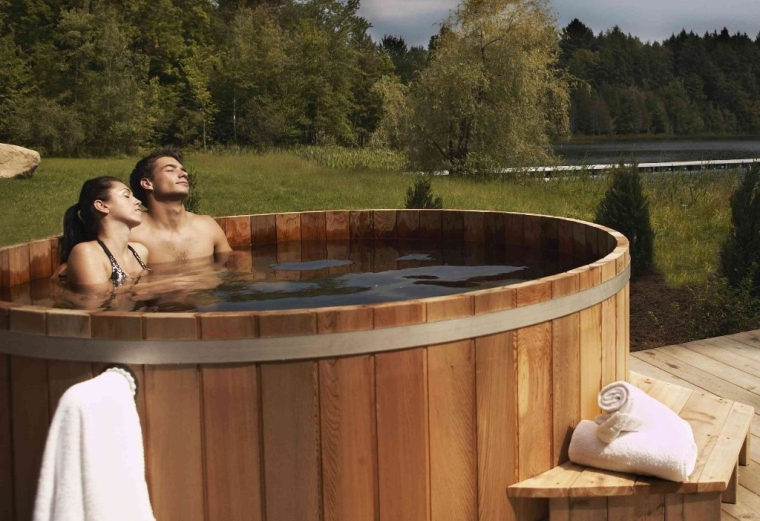 Cedar Wooden Hot Tub
