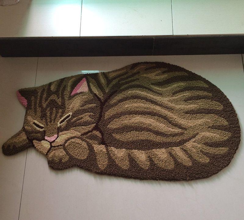 cat-shaped-bedroom-area-rug