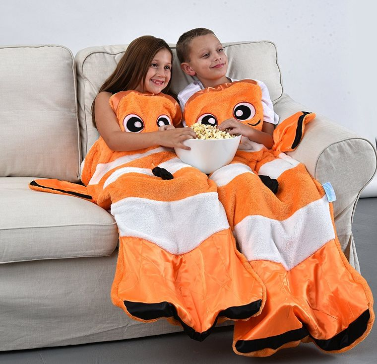 snuggie-tails-clown-fish-blanket-for-kids