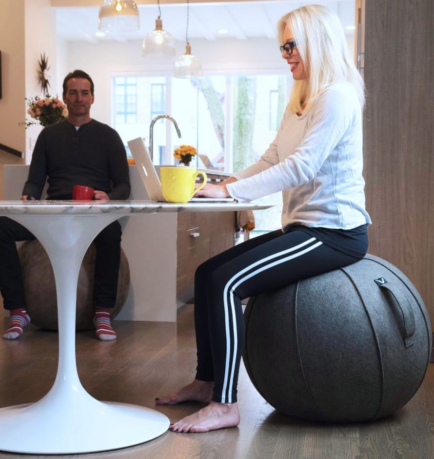 Patented Self Standing Base Design And Durable Carry Handle Makes Luno The Perfect Combination Of A Swiss Sitting Ball Office Chair