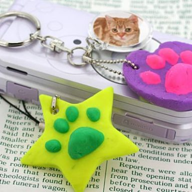 Cell phone strap with your pet's impress