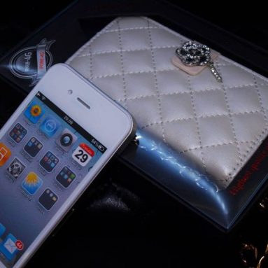 iPhone 4 Novoskins Amante Crystal Quilted Clutch Diary Case White