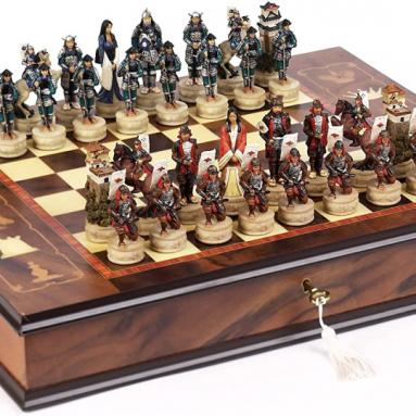 Japanese Samurai Chessmen & Napoli Chess Board