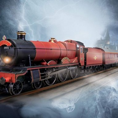 Hornby Hobbies Warner Brother's Harry Potter Hogwarts Express Electric Model Train Set HO Track