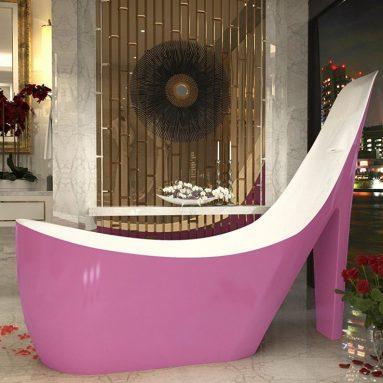 Freestanding Bathtub in Glossy Pink