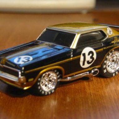 Chevrolet Suburban Off Road Truck USB Flash Drive