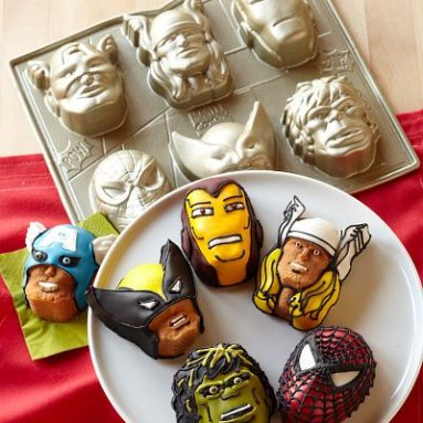 Marvel  Cakelet Pan and Cookie Cutter Set